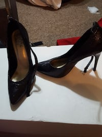 pair of black leather pointed heels Oklahoma City, 73109