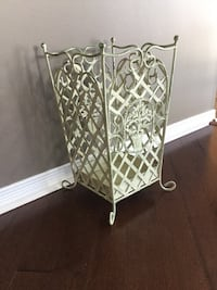 2 pics/18 x 10 inches/ decorative metal stand
