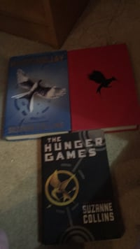 Three hard cover hunger game books. Vaughan, L4J 5M3