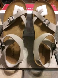American Eagle size 8 shoes Hamtramck, 48212