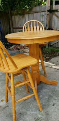 Bistro table and 2 stools Jacksonville, 32211