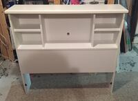 Twin headboard bookcase. In great condition. South shore brand. Ottawa, K2G 2X1