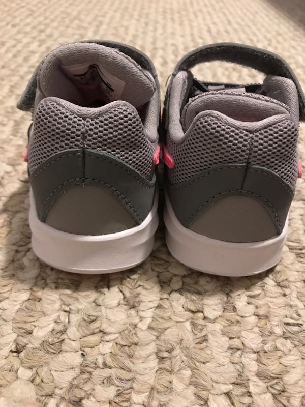 Toddler girl size 6 Nike shoes - brand new! 00e5d363-f643-4776-99a9-34777fa79a21