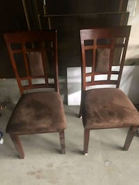 2 wooden chairs in great condition Ottawa, K2M