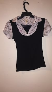 Black and white scoop-neck cap-sleeved shirt Ottawa, K2B 7T5