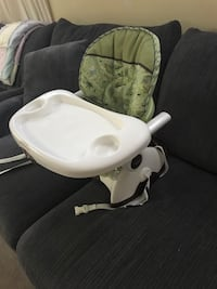 Baby's white and green high chair Hamilton, L9C 6X5