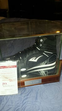 Mike Tyson signed & authenticated boxing shoe  Toronto, M1L