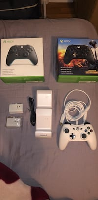 3 controller s and a charging station for 2 controllers negotiable Perth Amboy, 08861
