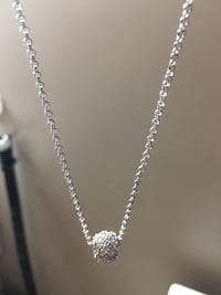 Swavarski crystal one necklace bu took two pics for you  Fort Erie, L0S