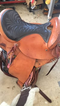 Nice Double R 800 series horse saddle Glenwood, 21738