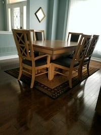 Dining Set with 6 Chairs, Table Expands  Whitchurch-Stouffville, L4A 0T5