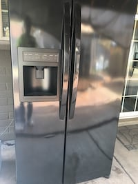black side-by-side refrigerator with dispenser Mesa, 85201