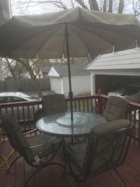 round glass top table with four chairs patio set Cleveland Heights, 44118