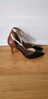 Banana Republic leather heels Size 6 1/2