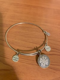 Alex and Ani bracelet (negotiable price) Laval