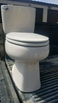 Toilet used like new Gainesville, 20155