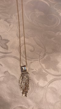 silver and black pendant necklace 553 km