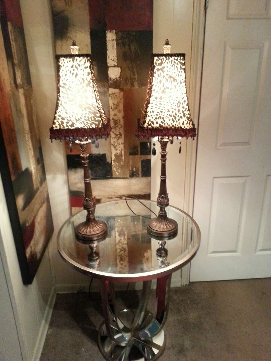 Table and 2 lamps in houston letgo for Table 6 2 ar 71 32