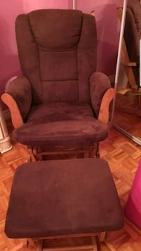 brown wooden framed glider chair Montréal, H3C
