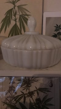 Milk glass container Toronto, M5T 3A9