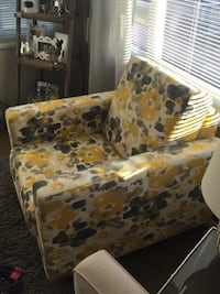 Accent chair. Hardly sat in, like new  New Westminster, V3L