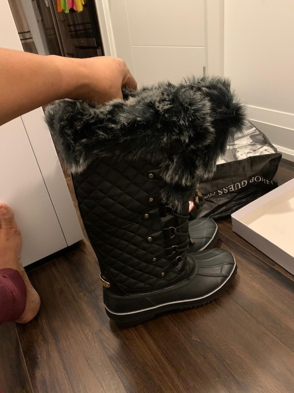 Guess winter boot 0