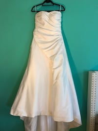 Beautiful strapless wedding dress Calgary, T2M 2J7