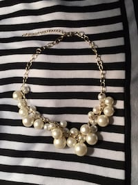 White pearl beaded necklace with earrings Burke, 22015