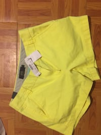 J.Crew Chino size 4 never worn bought them for 46$