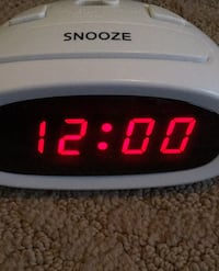 Digital alarm clock easy to read and set time and alarm Las Vegas, 89131