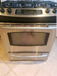 GE profile gas convection oven Mississauga, L5H 3Z4
