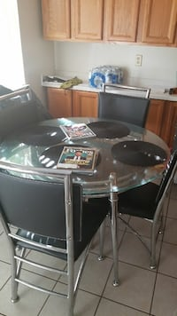 Round clear glass dining table with 4 padded chairs Citrus Heights, 95611