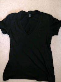 women's black v neck t shirt