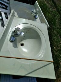 2 sinks with faucets!!! Elkhart, 46514