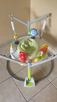 Baby's white and green jumperoo Hollywood, 33024
