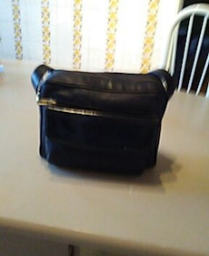 black leather shoudler bag