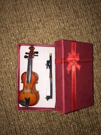 Beautiful violin  miniature vintage style 1/12 scale and decorative Calgary, T3E 6L9