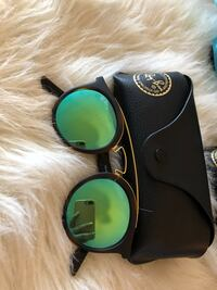 black framed Ray-Ban sunglasses with case Toronto, M9A 4X9