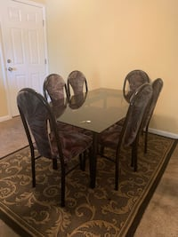 Glass dining table with chairs Newport News, 23601