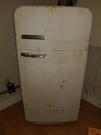 Antique fridge Kingston, K7K 7C8