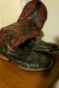 Mens boots well worn look size 10 obo Hanover, 17331
