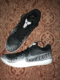 Pair of black-and-white nike sneakers Indianapolis, 46217