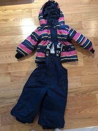 18 months girls snow suit like new. Pick up Laval. Laval, H7L 1K4