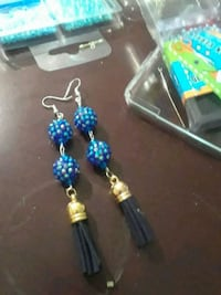 two pairs of blue and green beaded earrings 913 mi