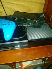 Xbox one w/brand new blue controller