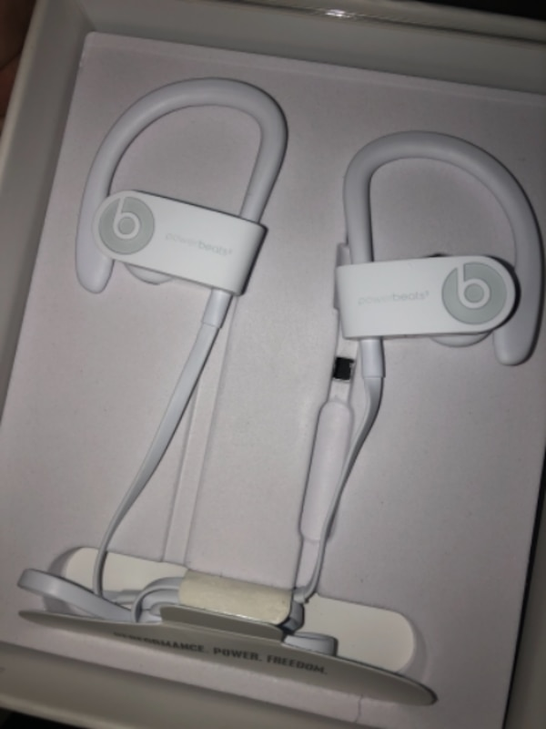 *BRAND NEW* Powerbeats3 wireless headphone 68af2222-991e-49eb-ad4f-c87846585606