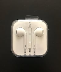 Apple headphones with 3.5 mm jack Surrey, V4N 5G8