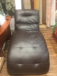 Black leather padded rolling armchair London, N5Y 3H9