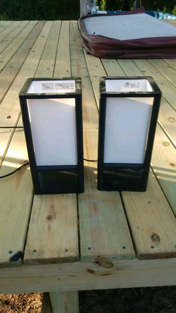 2 table top lamps