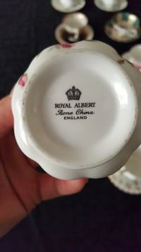 9 Bone china cups and saucers, excellent condition Toronto, M4A 1J6